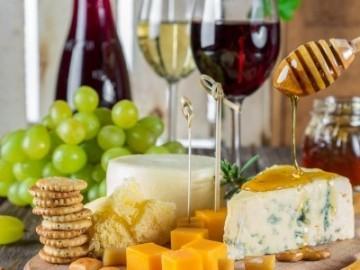 Wein und Kaese