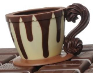 Kaffeetassen mit Pralinen