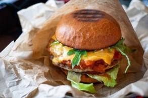 Kochkurs: Hamburger, Brötchen, Salsa.