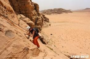 Klettern im Wadi Rum: Wüstenabenteuer im Reich der Beduinen
